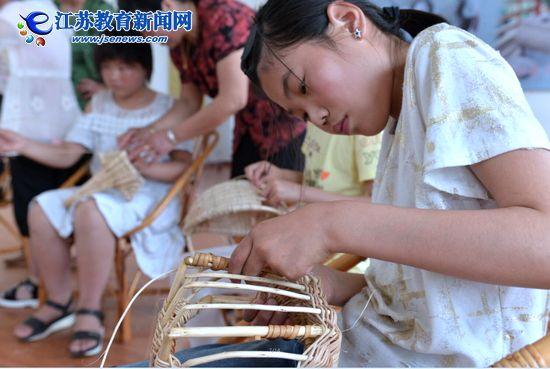 传承祖国非遗文化,藤编技艺走进校园(图)