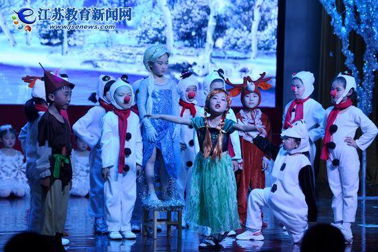 """幼儿园办起""""童话节"""",小朋友们乐翻天(图)"""