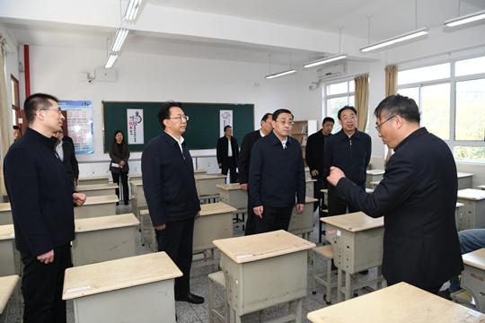 费高云副省长检查学校开学准备和校园校车安全工作(图)